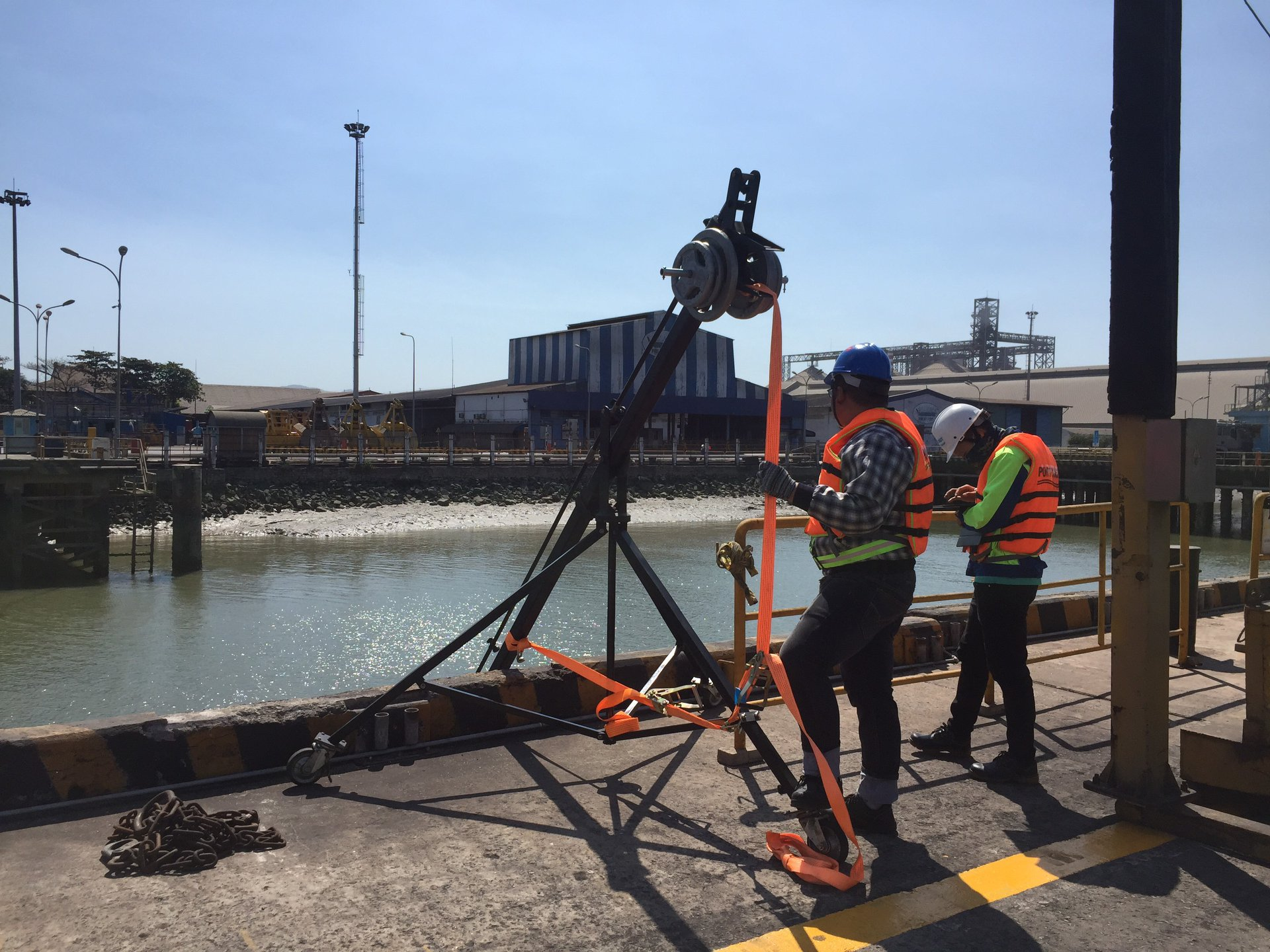 Specialized devices supporting laser scan work