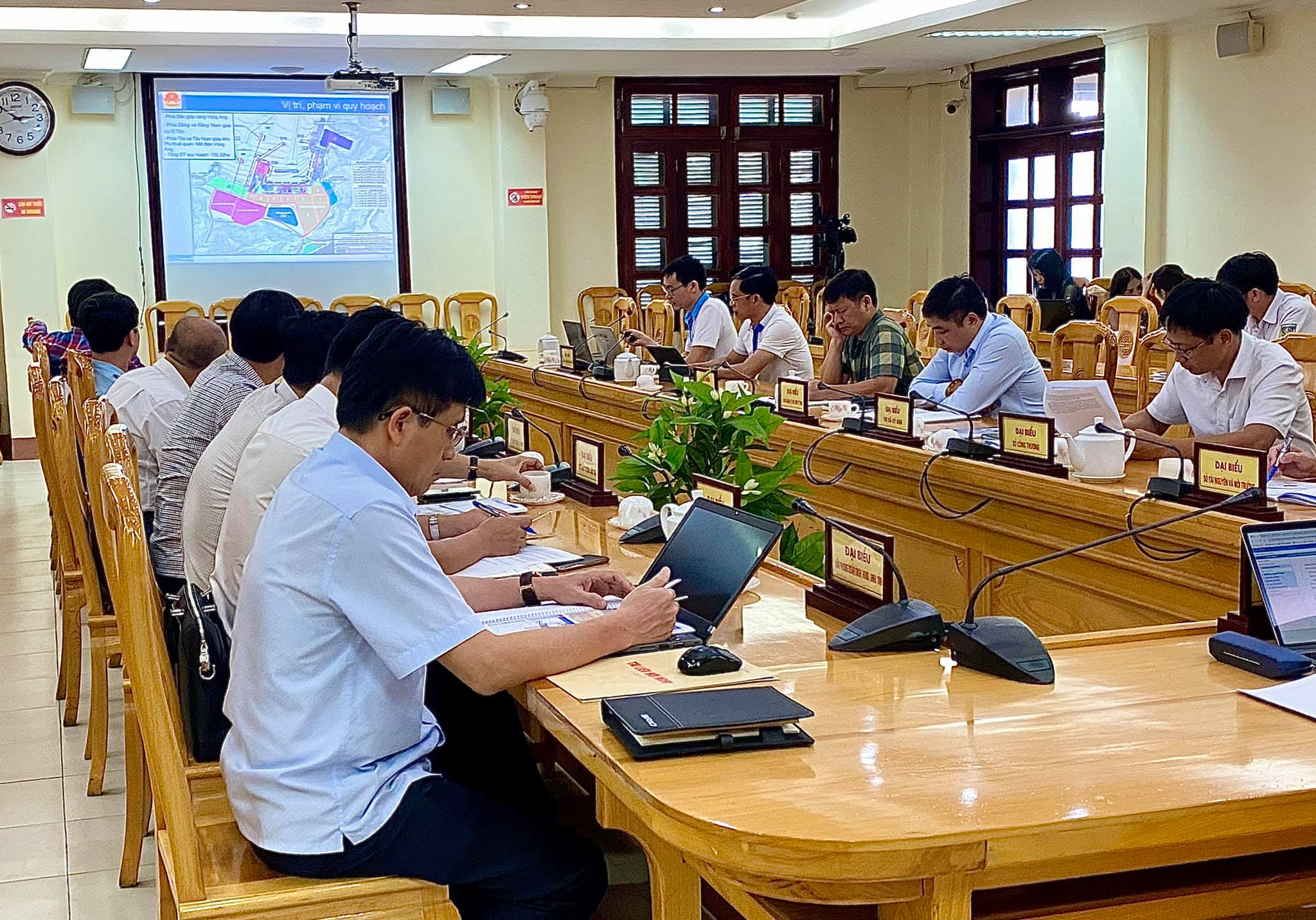 Meeting with and presentation to Vice Chairman of Ha Tinh Province on the final report of Vung Ang Logistics Center Detailed Plan